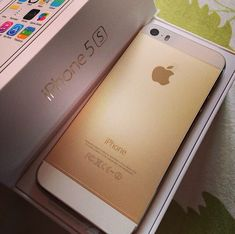 The gold iPhone 5s is so nice looking!