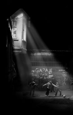 megazal:  Night Soccer (via bahadırbermekphotography)