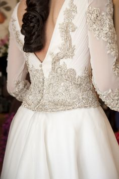 Hilos de plata para crear un bordado tan único, en este vestido de novia Teresa Palazuelo.