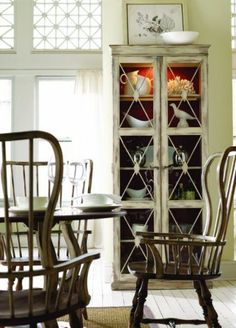 love these chairs for kitchen!