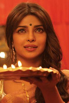 Priyanka Chopra plays Nandita, the sexy cabaret dancer of Gunday and the apple of Bikram & Bala's eyes Bollywood Mode, Bollywood Stars, Bollywood Fashion, Bollywood Actress, Movies Bollywood, Actress Priyanka, Taylor Hill, Indian Film Actress, Indian Actresses