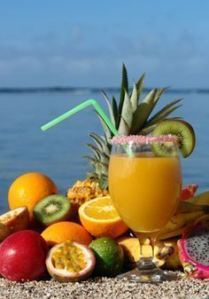 If you want to make the famous caribbean rum punch (called planteur) here is the recipe for 2 litres. You will need : - 50 cl guava juice - 50 cl pineapple juice - 50 cl orange juice - 1 glass cane. Caribbean Rum Punch Recipe, Caribbean Recipes, Cocktail Punch, Punch Aux Fruits, Dieta Atkins, Rum Punch Recipes, Cuisine Diverse, In Vino Veritas, Fruit Smoothies