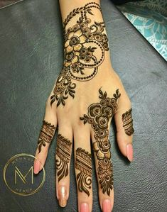 This is very simple and easy mehndi design for left palm hand - JEWELRY - jewelry - Hand Henna Designs Modern Henna Designs, Floral Henna Designs, Finger Henna Designs, Mehndi Designs 2018, Mehndi Designs For Girls, Wedding Mehndi Designs, Mehndi Designs For Fingers, Beautiful Henna Designs, Simple Mehndi Designs