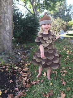 Sewing For Kids DIY Halloween Costume Tutorial - Pine Cone Costume for kids, toddler - My 3 year old decided that she wanted to be a pine cone for Halloween. I had no other option that to DIY my own pine cone Halloween costume. Halloween Mono, Halloween Costumes Kids Homemade, Last Minute Halloween Costumes, Family Halloween, Halloween Couples, Christmas Costumes, Halloween Christmas, Easy Halloween, Diy Costumes For Kids