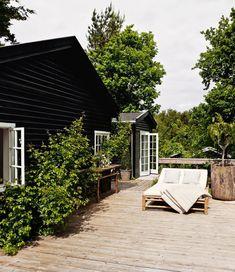 Ideas for house exterior scandinavian terraces Outdoor Spaces, Outdoor Living, Outdoor Lounge, Villa, Dream House Exterior, House Exteriors, Architecture, Black House, Exterior Design