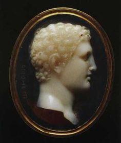 Giuseppe Girometti (1780-1851)  Cammeo con testa di Ercole giovane in anello d'oro ~ XIX secolo ~ Sardonice