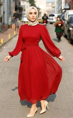 Pilihan Source by Yassminty dresses hijab Modest Fashion Hijab, Modern Hijab Fashion, Hijab Fashion Inspiration, Islamic Fashion, Muslim Fashion, Fashion Dresses, Red Fashion, Hijab Evening Dress, Hijab Dress Party