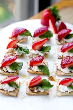 ShareHere's a gluten free summer snack everyone will love! Ricotta, fresh strawberries and basil with a touch of honey and balsamic vinegar come together atop a light, crispy and salty gluten free cracker. Addictive! #ad