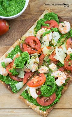 Dinner in 10 minutes! Make  something the whole family will love! Pesto and shrimp on flatbread pizza recipe makes is an easy healthy meal that's low fat, dairy free and super tasty! | www.pancakewarriors.com