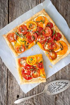 Tomato, Goat Cheese, and Caramelized Onion Tart - Taming of the Spoon Tart Recipes, Vegetable Recipes, Appetizer Recipes, Appetizers, Veggie Dishes, Greek Recipes, Salmon Recipes, Side Dishes, Carmelized Onion Tart