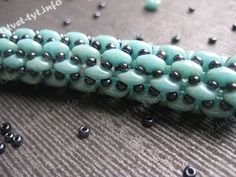 Seed bead jewelry Another super-duo rope (Translate directions, but good pictures.) ~ Seed Bead Tutorials Discovred by : Linda Linebaugh