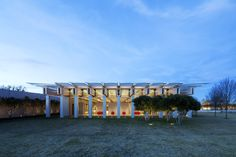 Completed in 2013 in Fort Worth, United States. Images by Nic Lehoux, Robert Polidori, Robert Laprelle, Aerial Photography, Inc.. The Kimbell Art Museum's original building was designed by Louis Kahn in 1972. The new building by RPBW was recently inaugurated and establishes a...