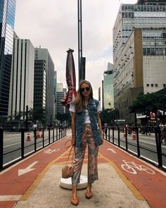 MANU HUSCHER #instagram #instafashion #fashioninspiration #fashionbloggers #bolsadepalha #watch #mules #jeans #denim #jeansdestroyed #styleguide #streetstyle #outfits #outfitoftheday #outfitideas #outfitgrid #ootd #ootdfash #SãoPaulo #Brazil #AvPaulista