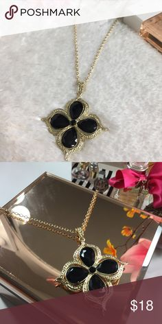 💋NWT Floral Black Gem Long Necklace💋 💋New with tag 💋Long Necklace great for almost anything 💋Black gems and gold tone chain necklace 💋Beautiful piece! Jewelry Necklaces
