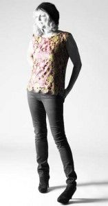 Free sewing pattern, easy women's top from www.sewdifferent.co.uk