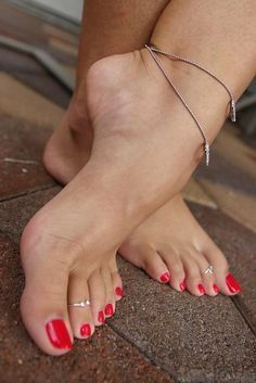 Too damn sexy to be hot. Nice Toes, Pretty Toes, Feet Soles, Women's Feet, Foot Pics, Goddess Hairstyles, Sexy Legs And Heels, Beautiful Toes, Sexy Toes