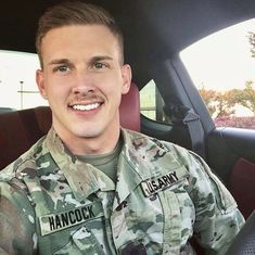 image Hot Army Men, Sexy Military Men, Hot Men, Military Dating, Cute Country Boys, Country Men, Muscle Bear Men, Muscle Men, Soldier Haircut