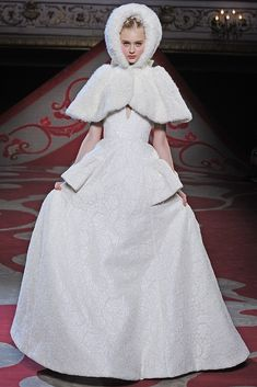 {tying the knot in style} Wedding Dresses Fall Couture 2012 ... jaka pelerina!