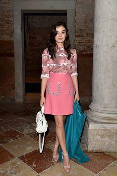 Miu Miu comemora fashion film com jantar em Veneza - Vogue | Lifestyle.  Hailee Steinfeld vestindo Miu Miu