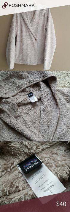 Patagonia Fleece Hoodie Pre loved condition. Super soft and warm. True large  Bundle to save on shipping  🚫Modeling 🚫Trades Patagonia Other