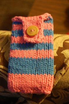 Free+Knitting+Pattern+-+Phone,+Tablet+&+Laptop+Covers:+Bubblegum+iPod+Cozy