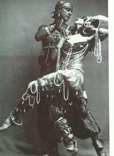 """I """"Balletti russi""""  influiscono sulla moda del 1900/1910. Paul Poiret dona alle sue collezioni nuove influenze orientali."""