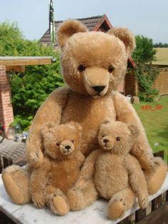 Momma & Her Cubs ....Vintage Hermann Teddies...such a sweet family of bears. Photo via ebay
