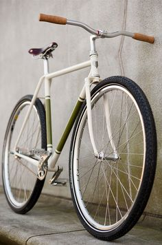 Burlington Burner (Fall A bike inspired by the lotus cortina. Built by hand, by Ezra Caldwell, Fast Boy Cycles. Bici Retro, Velo Retro, Velo Vintage, Vintage Bikes, Vintage Style, Bmx, Velo Design, Bicycle Design, Cool Bicycles