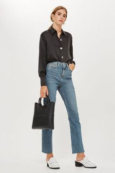Find perfect-fitting jeans at Topshop. From skinny jeans to stylish high-risers, snap up new season denim now. All Jeans, Skinny Jeans, Women's Jeans, Moto Jeans, Loose Jeans, Jeans Shoes, Indigo, Estilo Jeans, Black Jeans