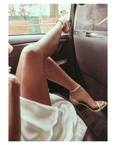 It's Friday night... Time for friends and wine  { by @kyledeleu}. #shoelover #shoetrends #shoes #heels #slipper #sandals #nude #buenasnoches #goodnight #wedding #weddingday #boda #bride #bridetobe #onedaybridal #onedaybride #novia #guest #weddingdress #weddingshoes #style #inlove #amazing #fabulous #beautiful #weddinginspiration #inspiration #love #picoftheday #siempremia