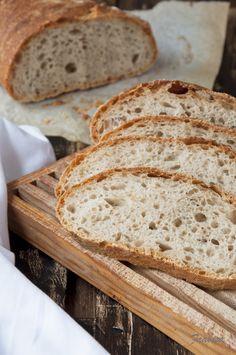 Hogaza de pan de levadura natural y centeno