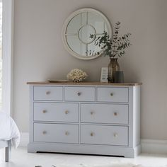 Collection Here Frank Hudson Gallery Direct Chic Chalk With Subtle Grey Linen 5ft King Size Bed Beds & Mattresses