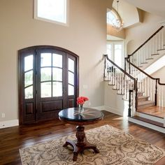 Interior & Exterior Kilim Beige Sherwin Williams Home Design Ideas, Pictures, Remodel and Decor Foyer Paint Colors, Beige Paint Colors, Paint Colors For Home, House Colors, Kilim Beige Sherwin Williams, Sherwin Williams Latte, Accessible Beige Sherwin Williams, Beige Living Rooms, Living Room Paint