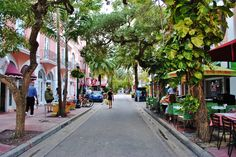 miami+streets | ... leaf-and-cafe-lined pedestrian street two blocks from the beach