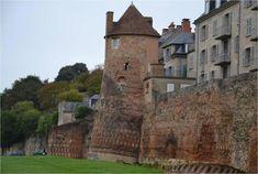 Vindunum (Le Mans). Construite dans les années 280, cette place-forte du Bas-Empire romain  Aujourd'hui, cette enceinte est l'une des mieux conservées de tout l'ancien Empire romain. C'est un monument unique en France (qui justifie – en partie – la candidature de la ville du Mans au patrimoine mondial de l'UNESCO).