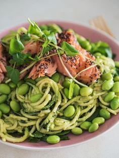 Video: Squash paste with avocado cream, edamame beans and hot smoked salmon - EMMA MARTINY- Video: Squashpasta med avocadocreme, edamamebønner og varmrøget laks – EMMA MARTINY Video: Squash paste with avocado cream, edamame beans and … - I Love Food, Good Food, Yummy Food, Clean Eating, Healthy Eating, Healthy Teeth, Cena Light, Healthy Drinks, Healthy Recipes