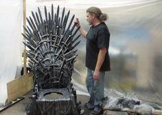 """Le """"trone"""" français donne ça, dans la version américaine de la série """"Game of Thrones""""   #gameofthrones #toilette #wc"""