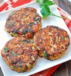 Delicious salmon cakes make an easy weekday dinner. Leftovers are perfect for lunch the next day, and you don't even need to heat them up!