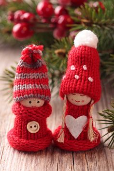 Christmas ornaments.  Will show these to my friend Julia.  Maybe she will knit them for me!!  :)