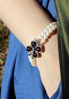 Elegantes Trachtenschmuck Perlenarmband zum Dirndl Elegant, Heart Charm, Charmed, Bracelets, Jewelry, Fashion, Leaf Clover, Dirndl, Rhinestones