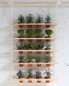 Jardin suspendu diy - Aujourd'hui c'est une nouvelle idée pour permettre de faire pousser des plantes aromatiques avec très peu de place...