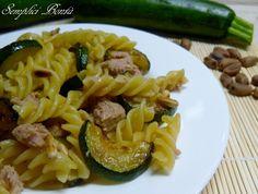 Pasta con zucchine, tonno e pinoli