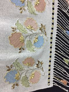 Crewel Embroidery, Floral Embroidery, Cross Stitch Cushion, Dress Design Sketches, Drawn Thread, Cross Stitch Borders, Bargello, Scarf Styles, Diy And Crafts