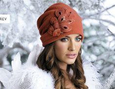 Элегантная женская шапка-бандана из валяной шерсти с драпировкой сзади