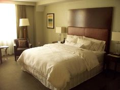 Clean, modest and comfortable. Best bed ever. Westin Heavenly Bed, Cool Beds, Wonderful Things, Dream Vacations, Sleep, Dreams, Furniture, Home Decor, Decoration Home