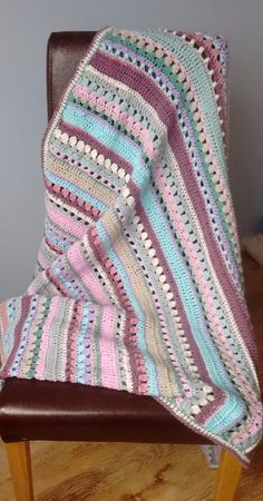 Hello there! I've had a lot of requests for the pattern for this mixed stitch blanket, so here it is. Quick Crochet, Crochet Yarn, Crochet Stitches, Free Crochet, Afghan Patterns, Crochet Blanket Patterns, Knitting Patterns, Scarf Patterns, Knitting Tutorials