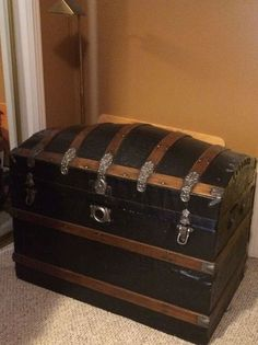 34 Best Trunks Images Antique Chest Antique Furniture Antique Trunks