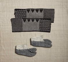 (upper) Akuto-gake, a cloth for protecting insteps. the beginning of Showa era. Shonai district, Yamagata prefecture. cotton. w.33.5cm.  (bottom) Socks for a child. the beginning of Showa era. Shonai district, Yamagata prefecture. cottonl.16.5cm  from the Japan Folk Crafts Museum collection.