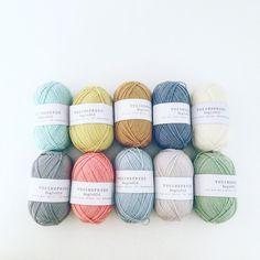 «Så er farverne valgt til de kommende opskrifter der skal strikkes og skrives - skønt garn fra @mydailyjunk  #nordiskbyvelling #handmade #knitting #strik…»
