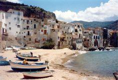 La plage de Cefalu, l'une des plus belles de la Sicile.